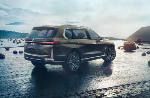 BMW X7 iPerformance Heckperspektive