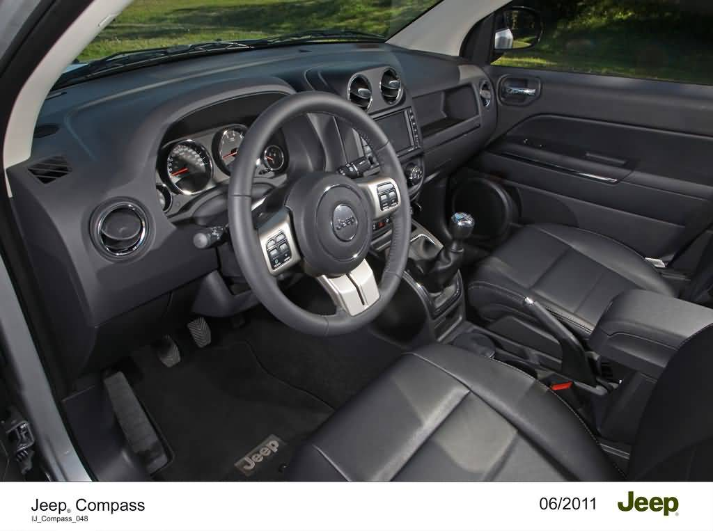 Cockpit des Jeep Compass