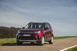 Land-Rover-Discovery-2017-Frontperspektive-in-Fahrt