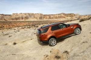 Land-Rover-Discovery-2017-Offroad-Seitenansicht