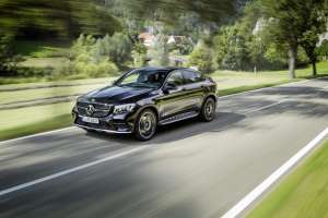 Mercedes-AMG-GLC-Coupe-Front-Perspektive-in-Fahrt
