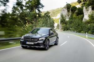 Mercedes-AMG-GLC-Coupe-Front-in-Fahrt