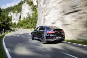 Mercedes-AMG-GLC-Coupe-Heck-in-Fahrt