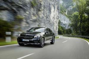 Mercedes-AMG-GLC-Coupe-in-Fahrt-Frontansicht