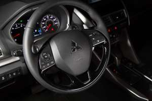 Mitsubishi-Eclipse-Cross-Interieur-Cockpit-Lenkrad