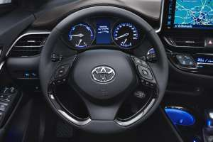 Toyota-C-HR-2016-Cockpit