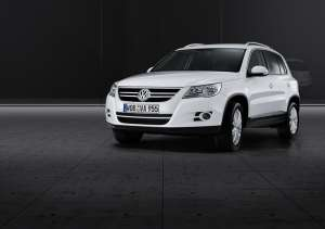 SUV-VW-Tiguan-in-weis-2007-Front-perspecktive