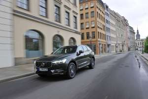 Volvo-XC60-2-Generation-Exterieur-Front-in-Fahrt