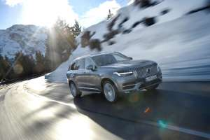 Volvo-XC90-2015-Frontal-in-Fahrt